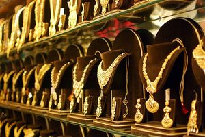 Trung Quốc tăng trữ lượng, giới siêu giàu châu Á đổ xô mua vàng để đối phó chiến tranh thương mại