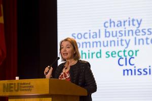 Chuyên gia Anh chia sẻ kinh nghiệm phát triển doanh nghiệp xã hội