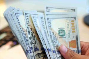 Giá vàng rớt về mức thấp, USD tăng