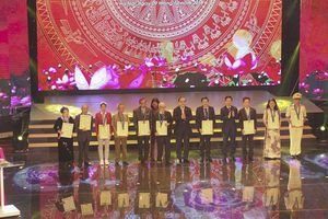 Hà Nội vinh danh 10 công dân thủ đô ưu tú