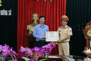 Tặng bằng khen cho đại úy công an Thanh Hóa cứu người