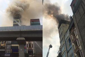 Hà Nội: Chủ quán karaoke hóa vàng rồi bỏ đi, nhà cháy dữ dội