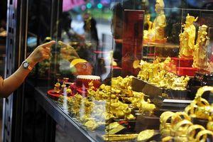 Giá vàng giảm sâu khi đồng USD lên mạnh