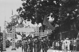 Đón mừng đoàn quân chiến thắng trong ngày Giải phóng Thủ đô