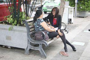 Cải trang để phỏng vấn người đi đường về chính mình, Hoa hậu H'Hen Niê nhận 'quả đắng'
