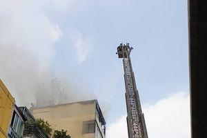Hà Nội: Gia chủ đốt vàng mã, lửa bao trùm nóc nhà 9 tầng