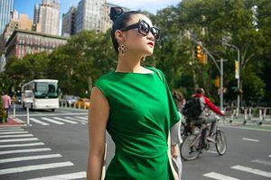Mặc váy sarong màu xanh lá kiêu hãnh cuốn hút mọi ánh nhìn như Kha Mỹ Vân