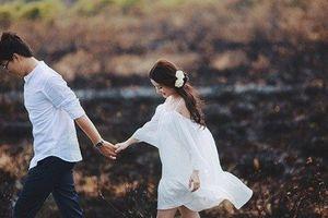 Về quê đồng nghiệp ăn cưới, tôi chết sững khi chú rể là chồng mình