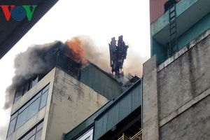 Cháy quán karaoke trên phố Hào Nam: Do chủ nhà đốt vàng mã rồi bỏ đi