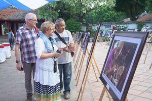 80 bức ảnh phố nghề Hà Nội được trưng bày tại Văn Miếu - Quốc Tử Giám