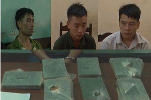 Thuê 2 'vệ sỹ' hộ tống vận chuyển 7 bánh heroin