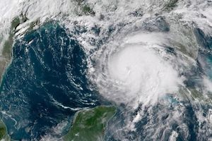 Mỹ: Bão cấp 4 cực kỳ nguy hiểm, 3,7 triệu dân sơ tán