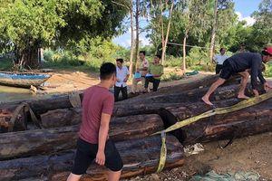 Công an truy đuổi thuyền chở gỗ trên sông Thu Bồn