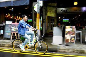 Only C đưa khán giả Việt đi khắp Singapore qua MV 'Đi đi chần chờ chi'