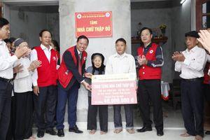 Trao 13 nhà Chữ thập đỏ cho các gia đình khó khăn huyện Phú Xuyên