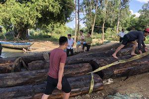 Phát hiện thuyền chở gỗ lậu trên sông Thu Bồn