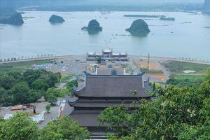 Ghé thăm chùa Tam Chúc ở 'Vịnh Hạ Long trên cạn'