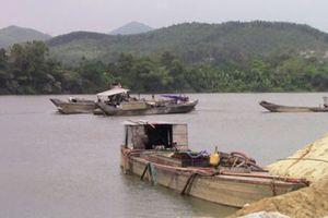 Băm nát sông Hương
