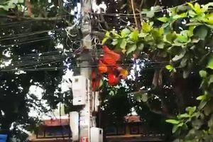 Nam công nhân bị điện giật treo trên trụ, tử vong thương tâm