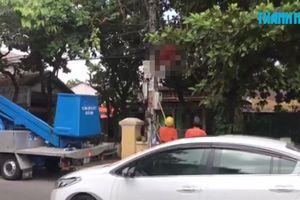 Công nhân tử nạn thương tâm trên cột điện ở thành phố Huế