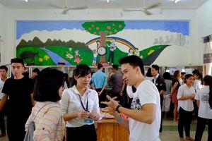 Tài trợ phòng Lab, khóa học cho sinh viên khó khăn miền Trung