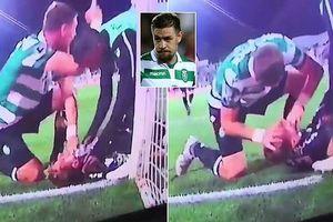Cựu cầu thủ Liverpool cứu đồng đội khỏi 'lưỡi hái tử thần'!