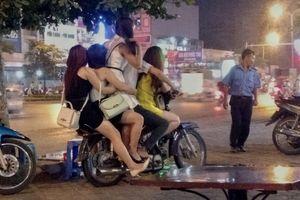 Sự thật ê chề trong những quán tẩm quất trá hình ở Hà Nội