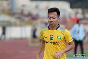 Lỡ hẹn AFF Cup 2018, Khắc Ngọc và Hoàng Thịnh đi đá 'phủi'