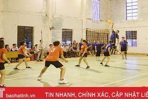 Tranh tài bóng chuyền hơi mừng kỷ niệm ngày truyền thống các ban Đảng