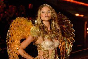 Vợ Adam Levine quay trở lại Victoria's Secret Fashion Show