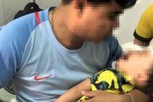 Bé trai 2 tuổi bị chó nhà cắn nát mặt, cha mẹ cần nâng cao cảnh giác