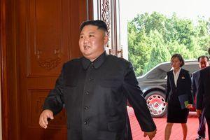 Cận cảnh nhà lãnh đạo Triều Tiên bước ra từ siêu xe Rolls Royce Phantom