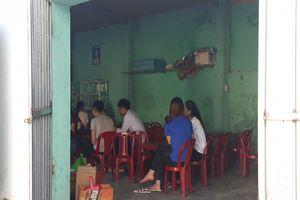 Nghệ An: Phụ huynh bức xúc về bán quà vặt trong sân trường