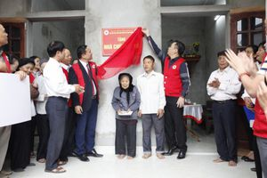 Hội Chữ thập đỏ Hà Nội bàn giao 13 nhà Chữ thập đỏ cho các gia đình khó khăn