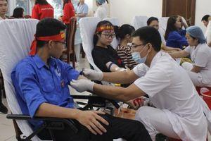 Hơn 500 tình nguyện viên hiến máu tặng bệnh nhi