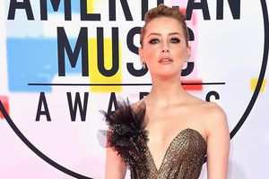 Vợ cũ Johnny Depp xinh đẹp trên thảm đỏ với váy xẻ sâu