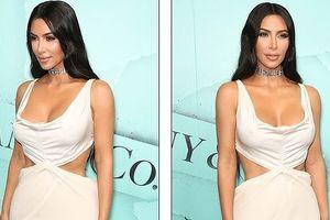 Kim Kardashian phô dáng 'đồng hồ cát' nóng bỏng với đầm cắt xẻ táo bạo