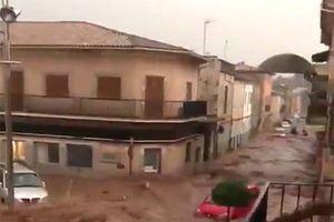 Tây Ban Nha: 9 người thiệt mạng do mưa lớn và lũ quét