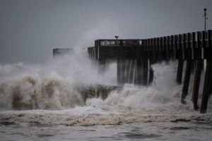 Siêu bão Michael đổ bộ vào Mỹ với sức tàn phá kinh hoàng