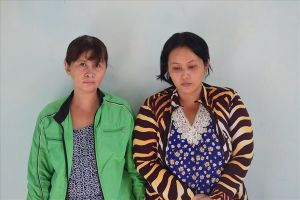 Mẹ chở con gái học lớp 6 đi trộm cắp tài sản