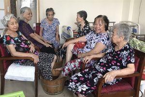 Mẹ già chọn viện dưỡng lão là nhà: 'Ở gần khổ con'