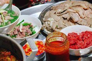Phở gánh, mì gà giữa lòng phố cổ - món ăn dành cho 'cú đêm' ở Hà thành