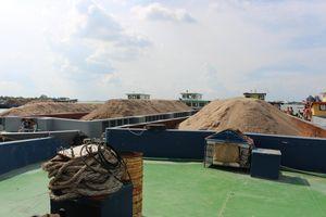 Nhức nhối nạn khai thác cát trái phép ở Bến Tre