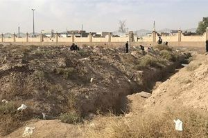 Syria: Phát hiện ngôi mộ tập thể lớn chưa từng thấy ở Raqqa với hơn 1.400 thi thể