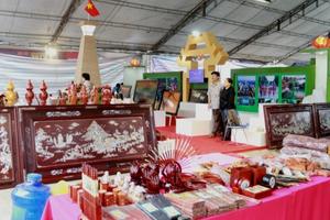 Nhiều nhà nhập khẩu nước ngoài quan tâm đến thủ công mỹ nghệ Việt Nam