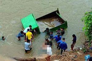 Xe công nông lao xuống suối khiến thanh niên tử vong