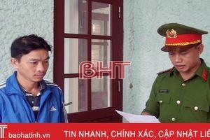 Tạm giữ 2 anh em ruột lăng mạ, ném đá người thi hành công vụ ở Hương Khê
