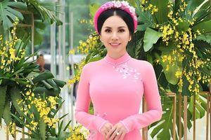 Châu Ngọc Bích nền nã trong thiết kế áo dài của Ngô Nhật Huy