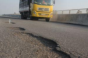 Cao tốc Đà Nẵng - Quảng Ngãi hỏng nặng: Lật lại vấn đề trước thông xe