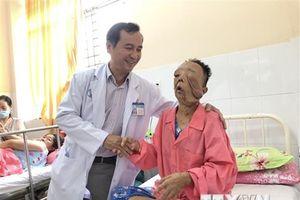 Phẫu thuật loại bỏ hai khối u thần kinh khổng lồ trên mặt nữ bệnh nhân